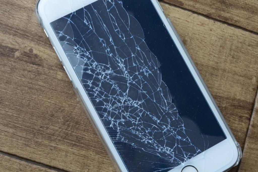 何もしていないのに携帯が壊れた