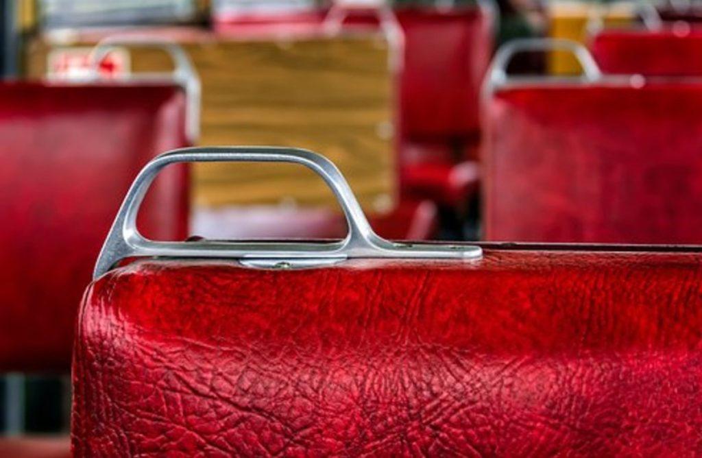 電車の一人分の座席幅