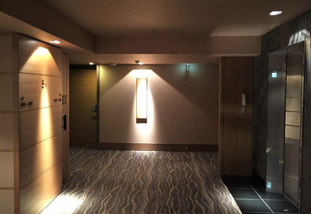 庭のホテル 東京 エレベーターフロア
