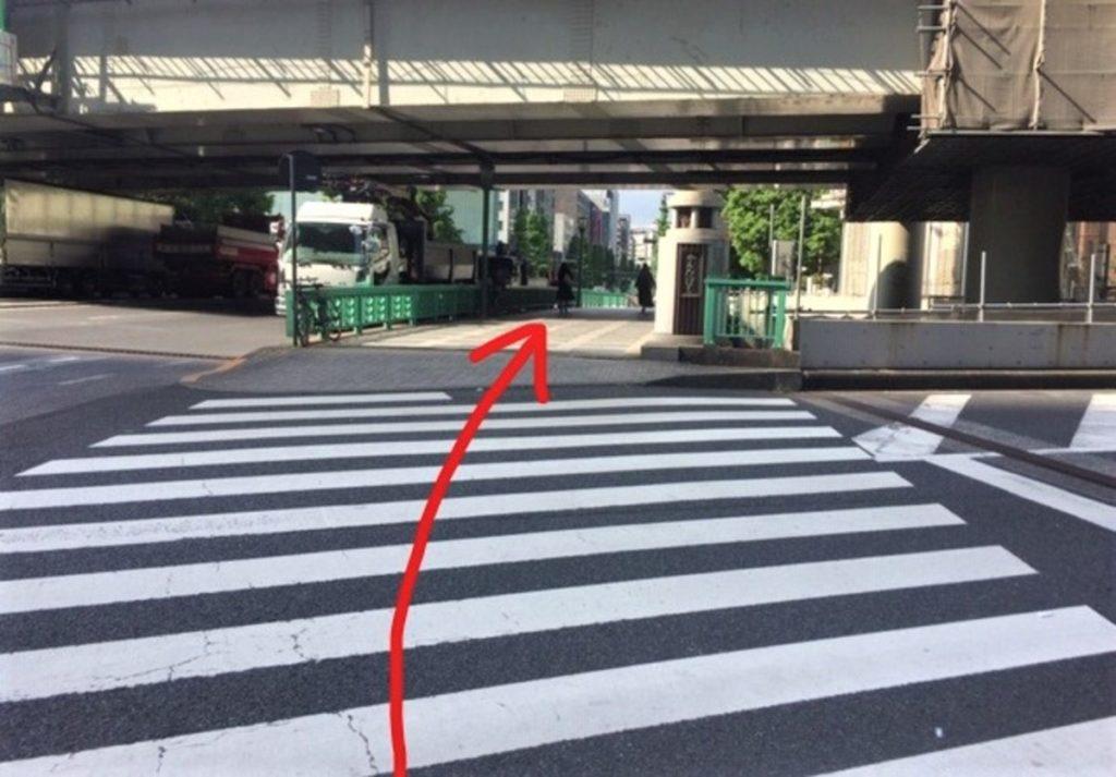 神田橋をまっすぐ