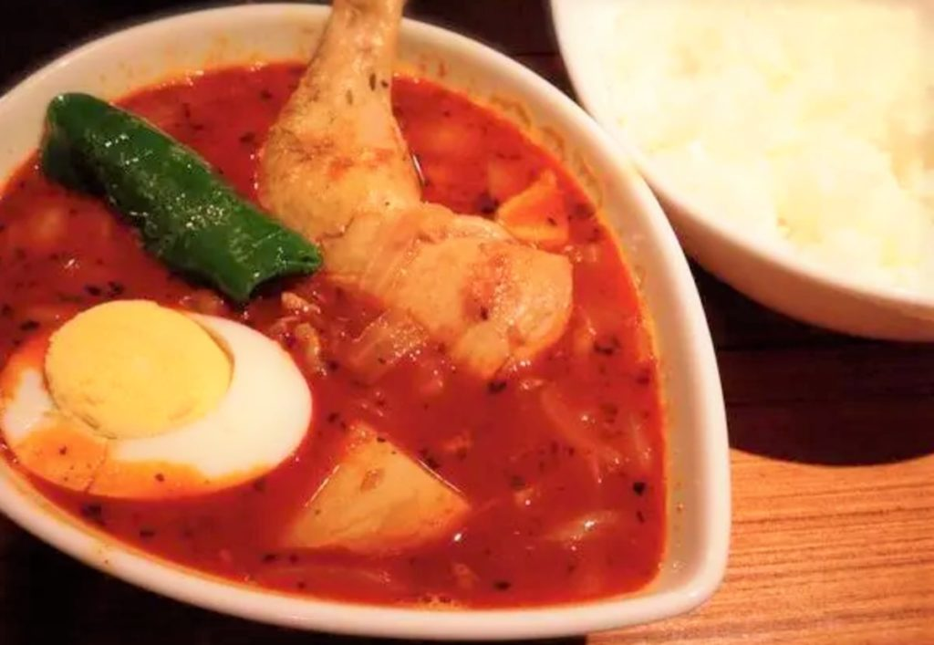 チキンのカレー 赤スープ