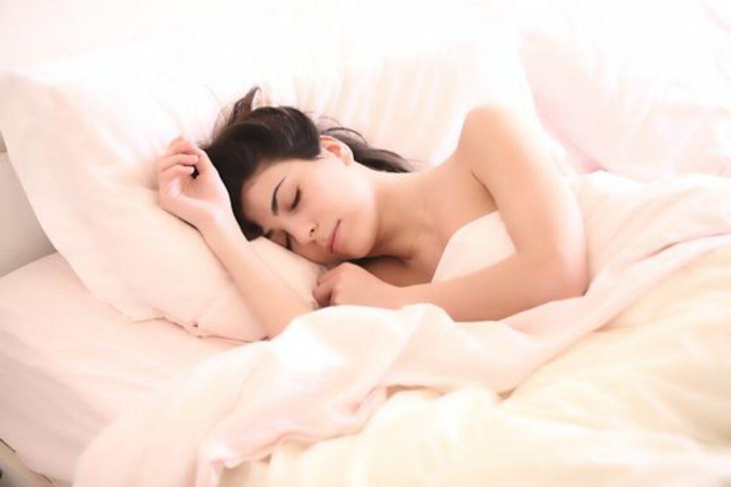 鼻呼吸をすることで睡眠の質が向上し、脳が活性化する