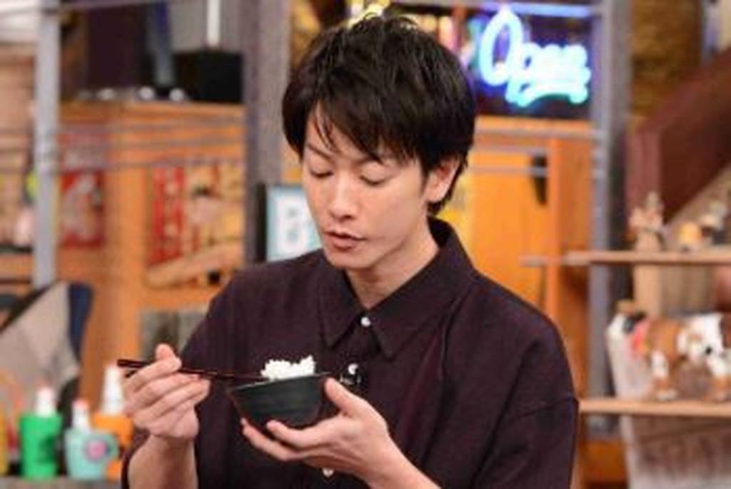 佐藤健の箸の持ち方(良い例)