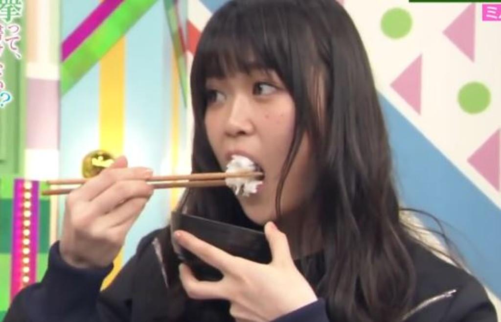 欅坂46 石森虹花の箸の持ち方(良い例)