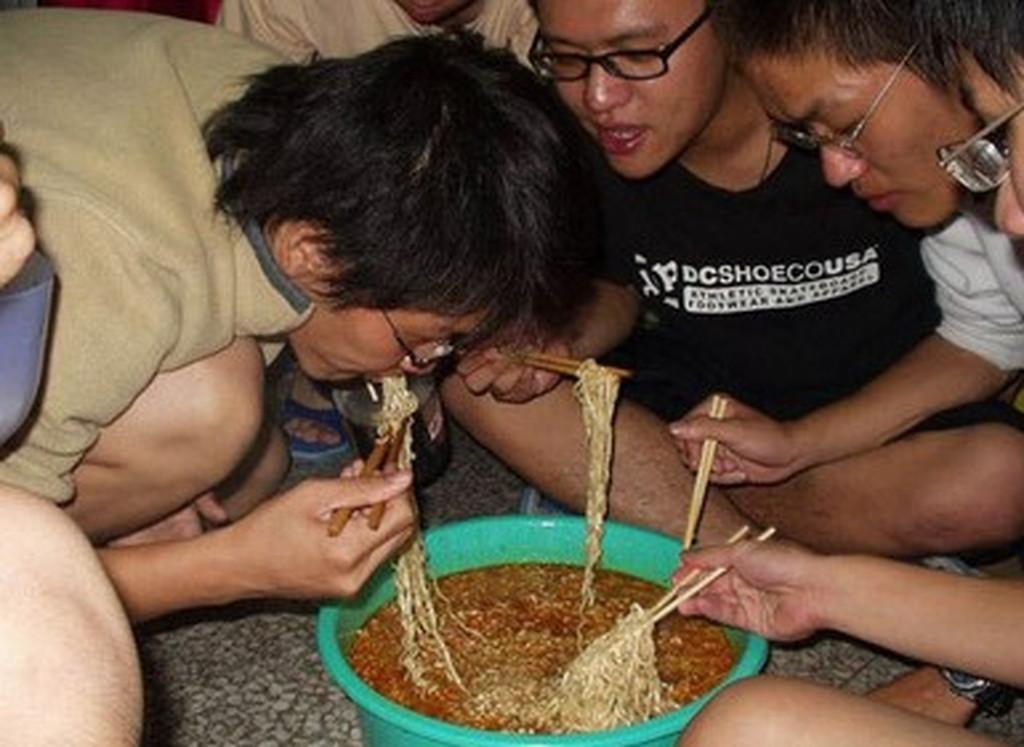 韓国人のラーメンの食べ方