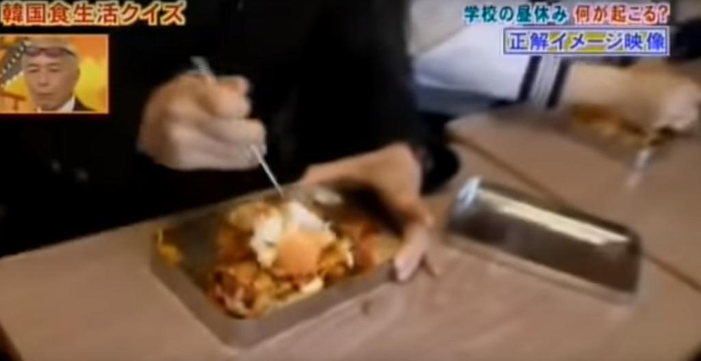韓国人はお弁当をまず混ぜてから