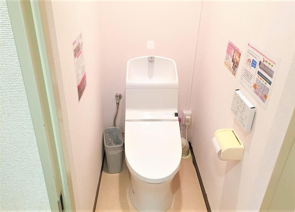 サクラホテルの共同トイレ内の様子