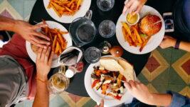 【一緒に食事はご勘弁】食いつくし系の原因や心理とは